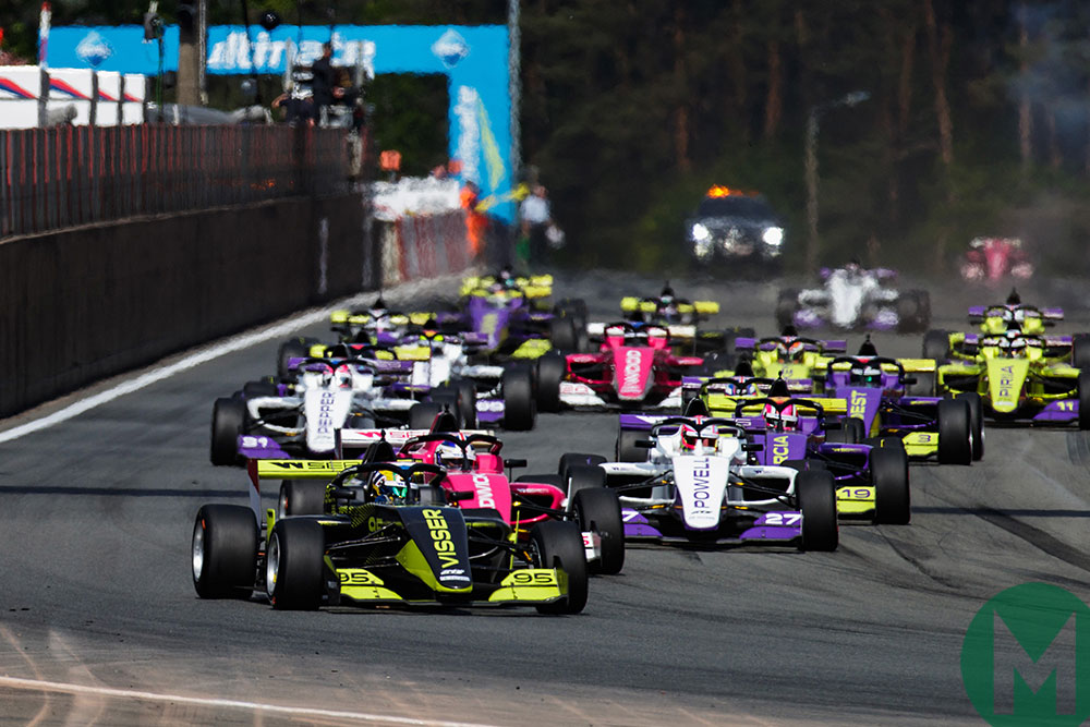 Visser leads Chadwick at the start at Zolder