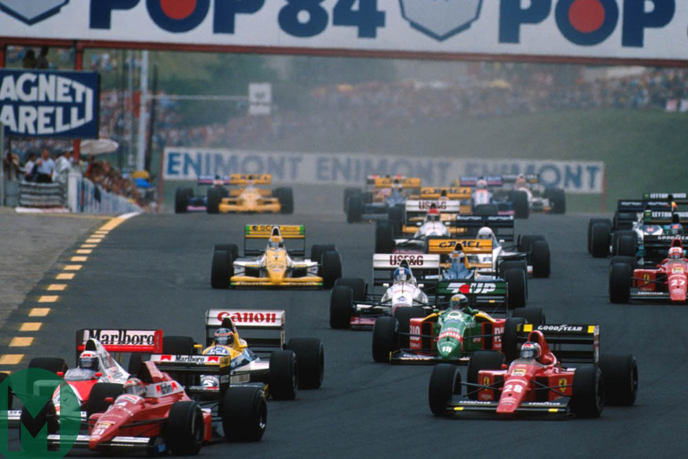 Mansell has plenty of cars to overtake at the start of the 1989 Hungarian Grand Prix