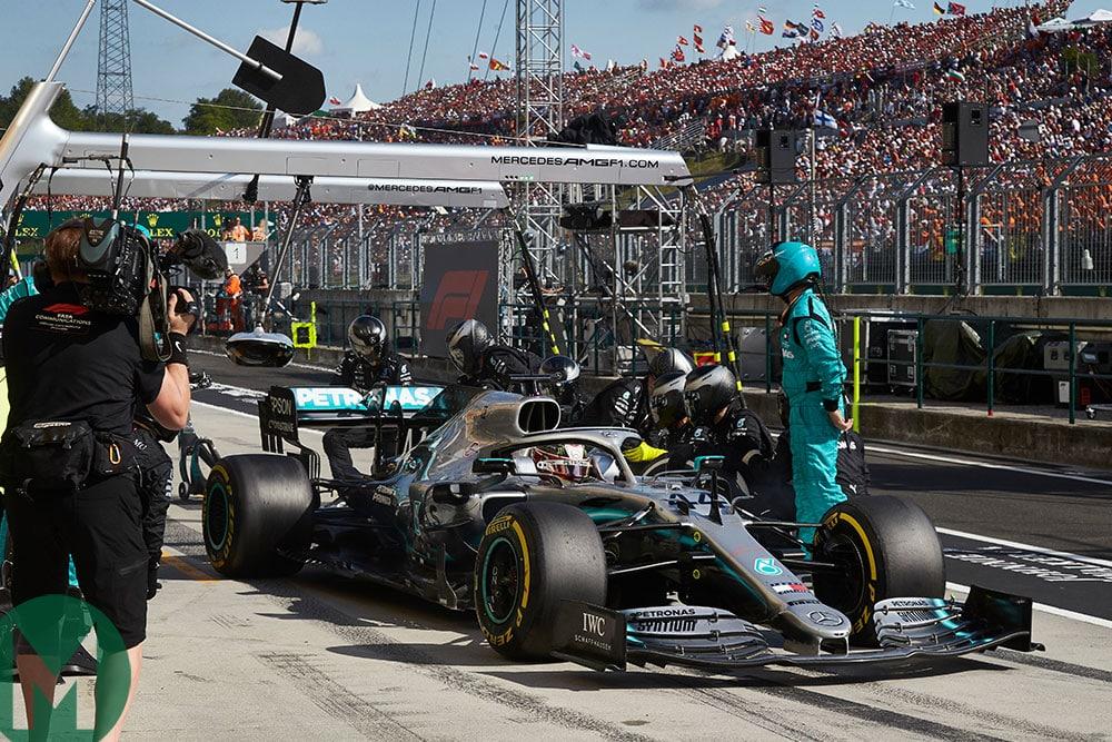 Mercedes makes a vital strategic play - Hamilton makes a second stop