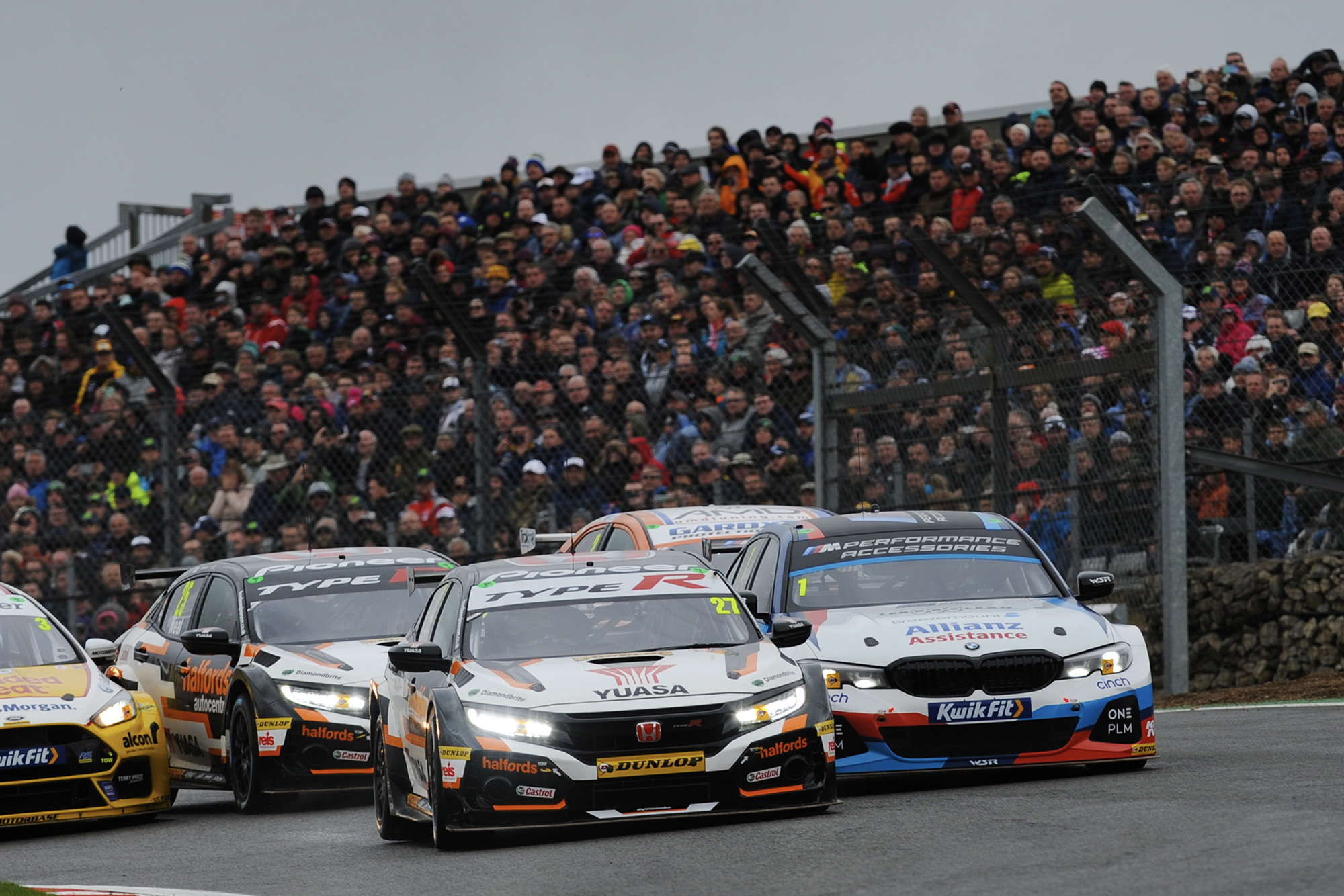 Dan Cammish takes on Colin Turkington at Brands Hatch during the 2019 BTCC championship